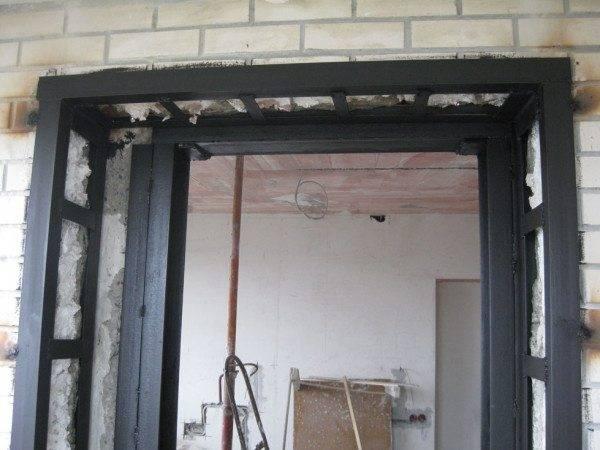 Усиление проема в кирпичной стене: расчет, чертеж, какими материалами производится (уголком, швеллером и так далее), как усилить в несущей, оконный, дверной?