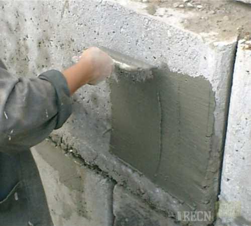Как штукатурить фундамент дома своими руками