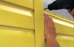 Как производится отделка окон сайдинга снаружи + монтаж околооконных планок