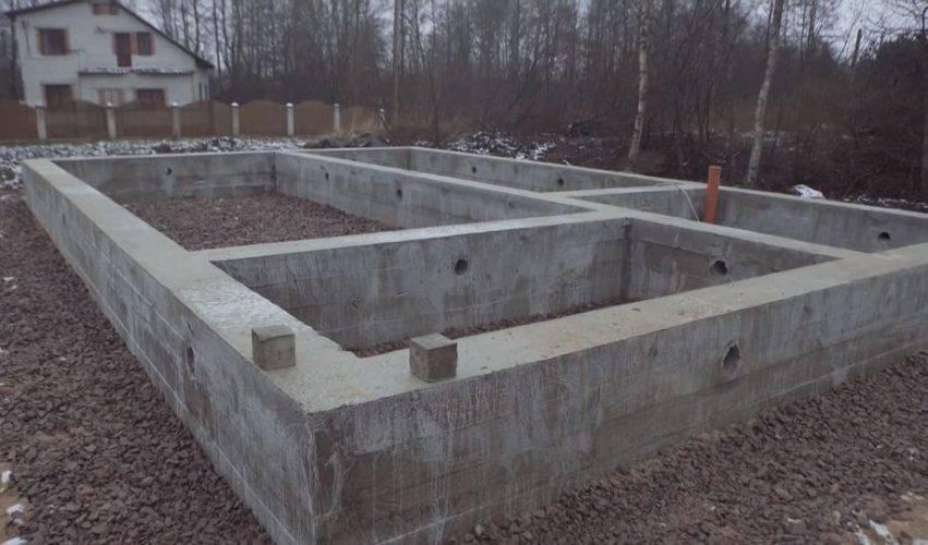 Ленточный фундамент или монолитная плита: сравнение и что лучше? | в чем разница