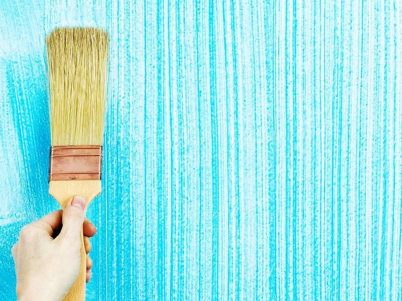 Можно ли красить фасадной краской внутри помещения: применение эмалей для наружных работ в здании