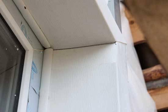Монтаж сайдинга вокруг окна – установка каркаса и советы по отделке