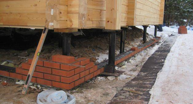 Чем закрыть цоколь дома на винтовых сваях: отделка фундамента снаружи (видео, фото)