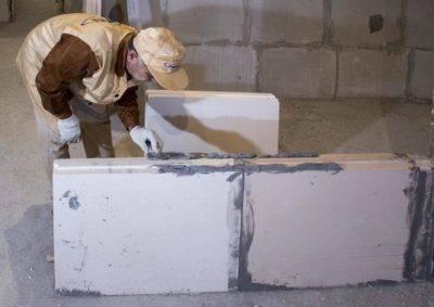 Клей для пеноблоков: расход раствора на 1 м3 и 1 м2 кладки, на что кладут - на клей или на цемент