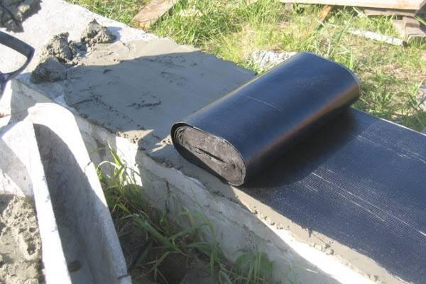 Как сделать гидроизоляцию свайного фундамента: какие существуют методы и необходимые для этого материалы