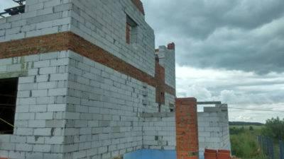 Армопояс из кирпича на стены из газобетона, под плиты перекрытия