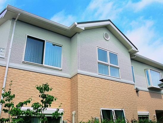 Какой сайдинг лучше виниловый или металлический - лучшие фасады частных домов