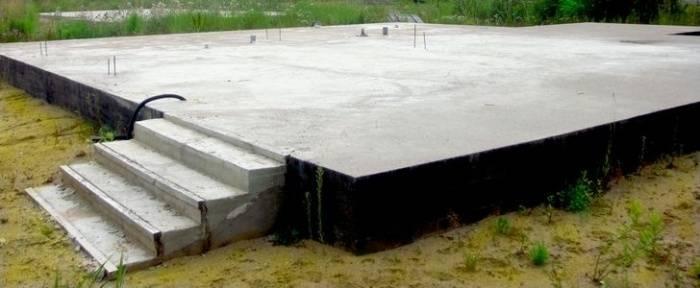 Особенности фундамента из дорожных плит и технология для дома или гаража