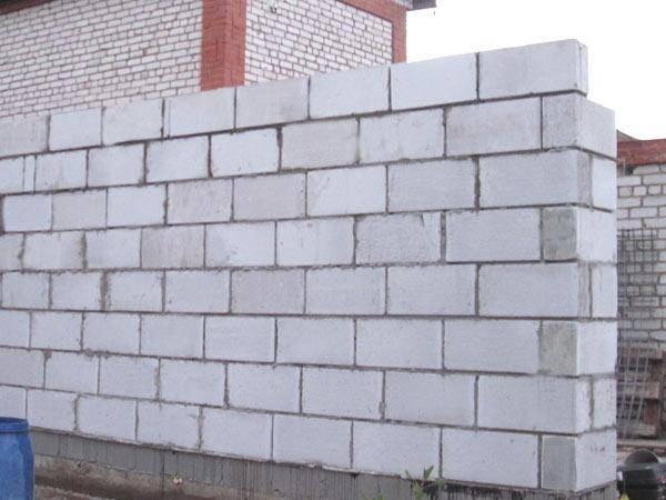 Декоративные блоки для столбов забора: плюсы и минусы