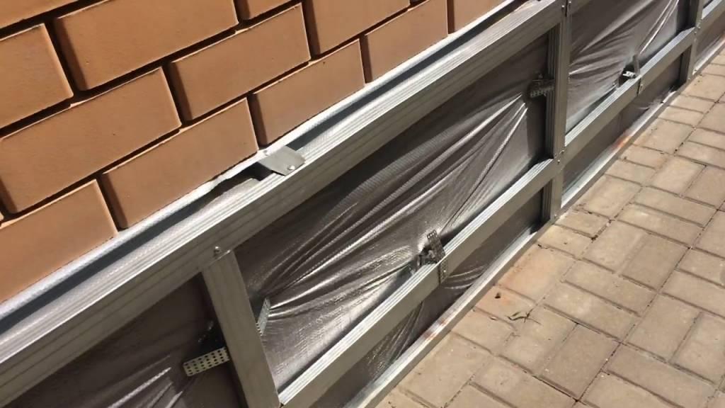 Фасад из профлиста (40 фото): как обшить дом металлосайдингом с утеплителем своими руками, материалы для наружной отделки