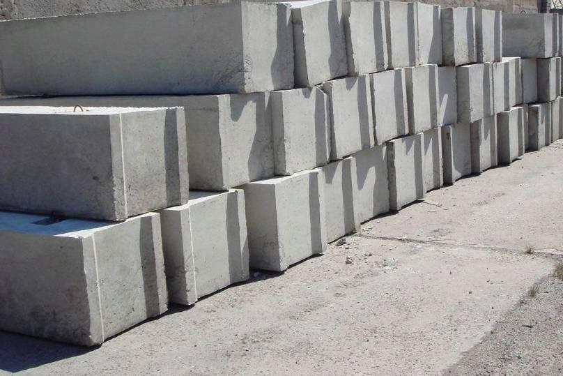 Цена пеноблока: за штуку, 1 квадратный метр и куб, сколько стоит услуга по кладке, а также расчеты количества пенобетонных блоков, составление сметы и расходы