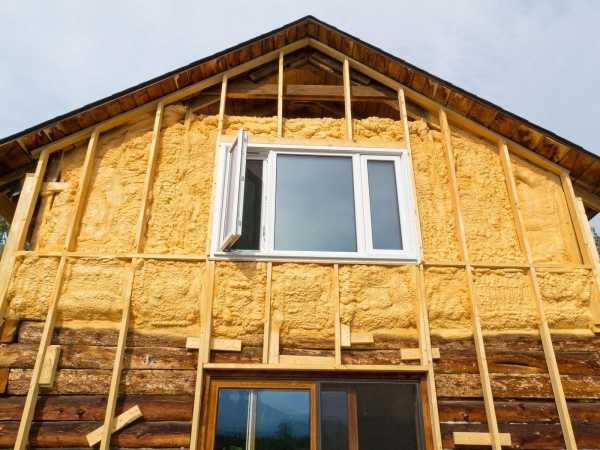 Важный вопрос: чем лучше утеплить дом из бруса?