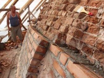 Как грамотно производится ремонт швов кирпичной кладки фасада?