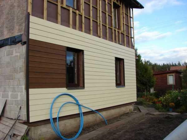 Фиброцементный сайдинг под дерево камень кирпич, отделка облицовка фасада и цоколя дома цветными металлопанелями, монтаж обшивки на фундамент