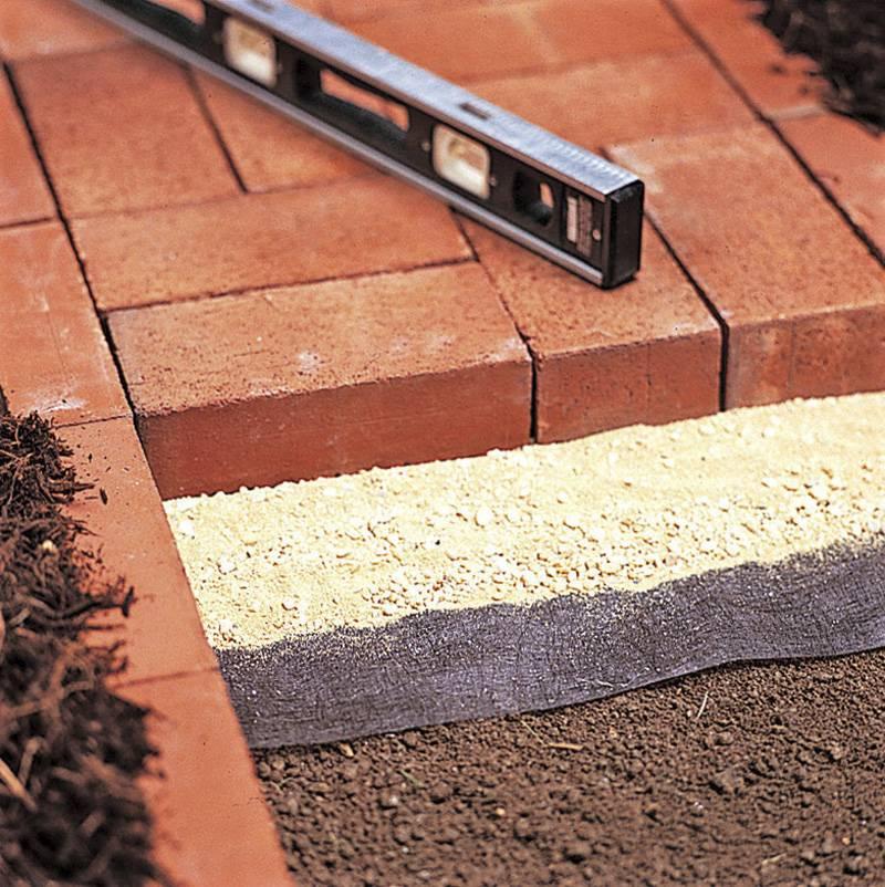 Как правильно сделать утепленную отмостку вокруг дома: правильное устройство теплой конструкции, виды утеплителя (керамзит, пенопласт), пошаговая инструкция по утеплению