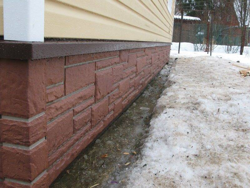 Утепление цоколя деревянного дома. варианты и этапы