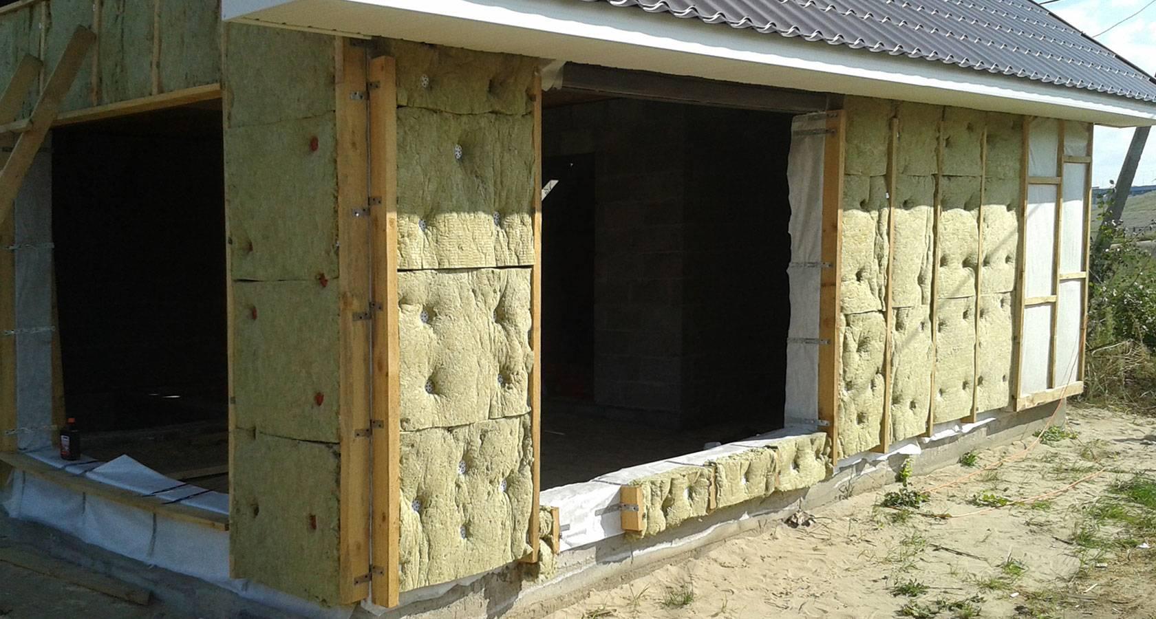 Почему нужно утеплять и какова должна быть толщина утеплителя для стен из керамзитобетонных блоков