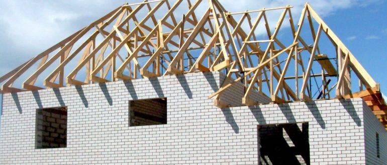Ондулин или профнастил: что лучше для крыши – практичнее и дешевле