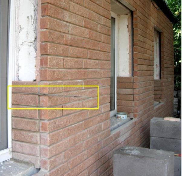 Облицовка дома кирпичом: фото и видео оформления окон домов их пеноблоков