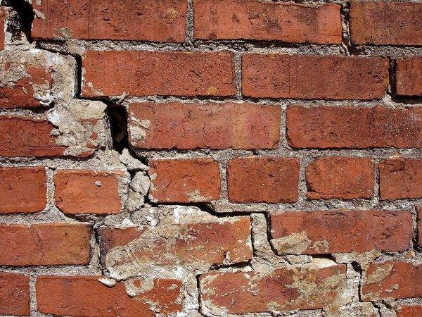 Появление трещин в стенах: основные причины