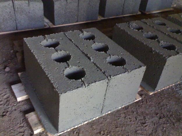 Шлакоблок (64 фото): минусы и плюсы шлакоблочного кирпича, что это и из чего делают, какой формы бывают и чем лучше пеноблока