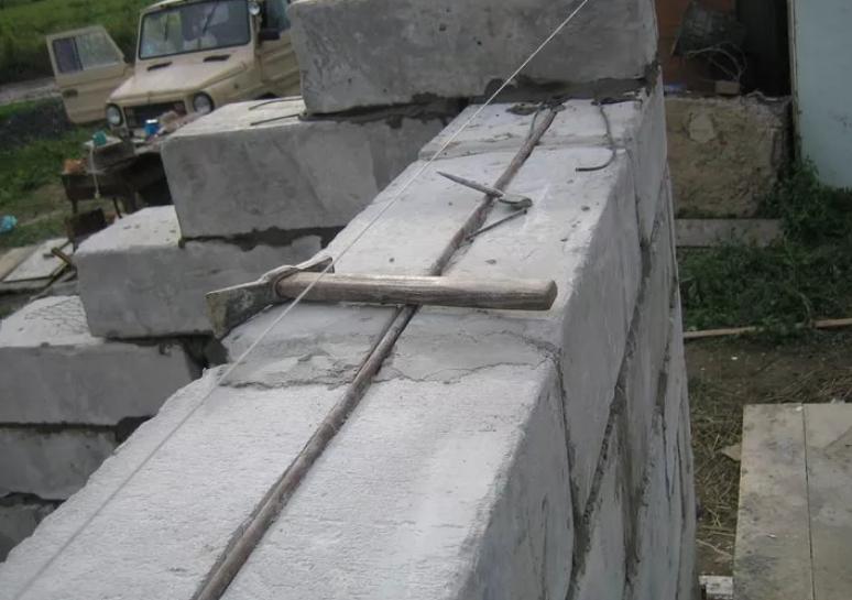 Гараж из пеноблоков: как возвести своими руками, сколько будет стоить строительство специалистами, фото схемы здания, как рассчитать нужное количество материала