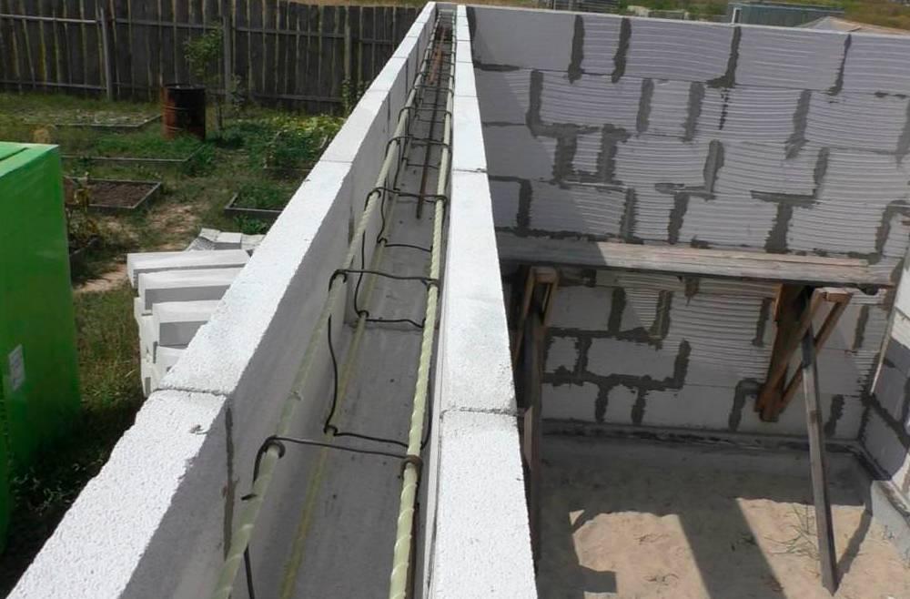 Армопояс в доме из газобетона: армирование кладки из газобетонных блоков стеклопластиковой арматурой, устройство и заливка