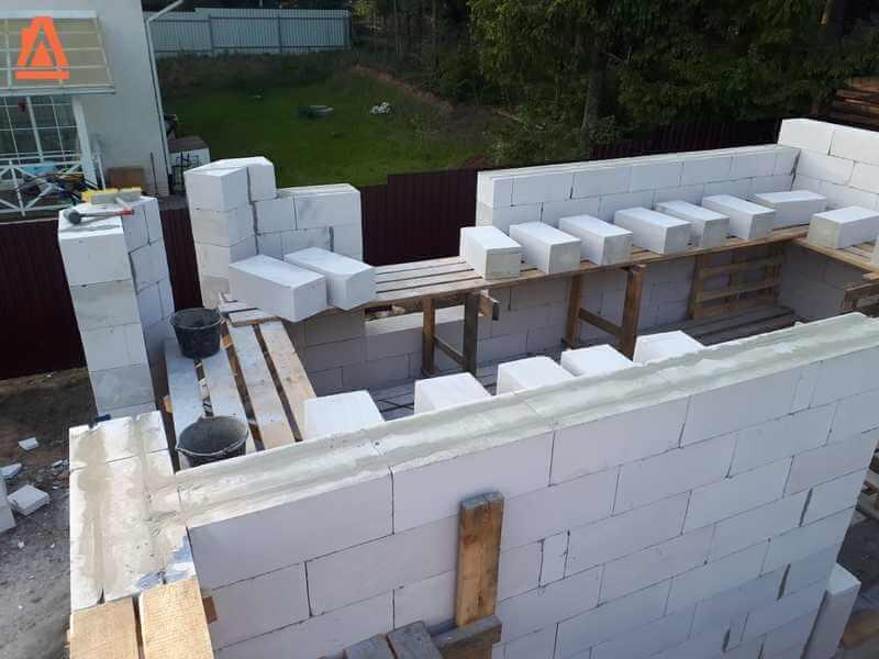 Важный вопрос — какой газобетонный блок выбрать для несущих стен?