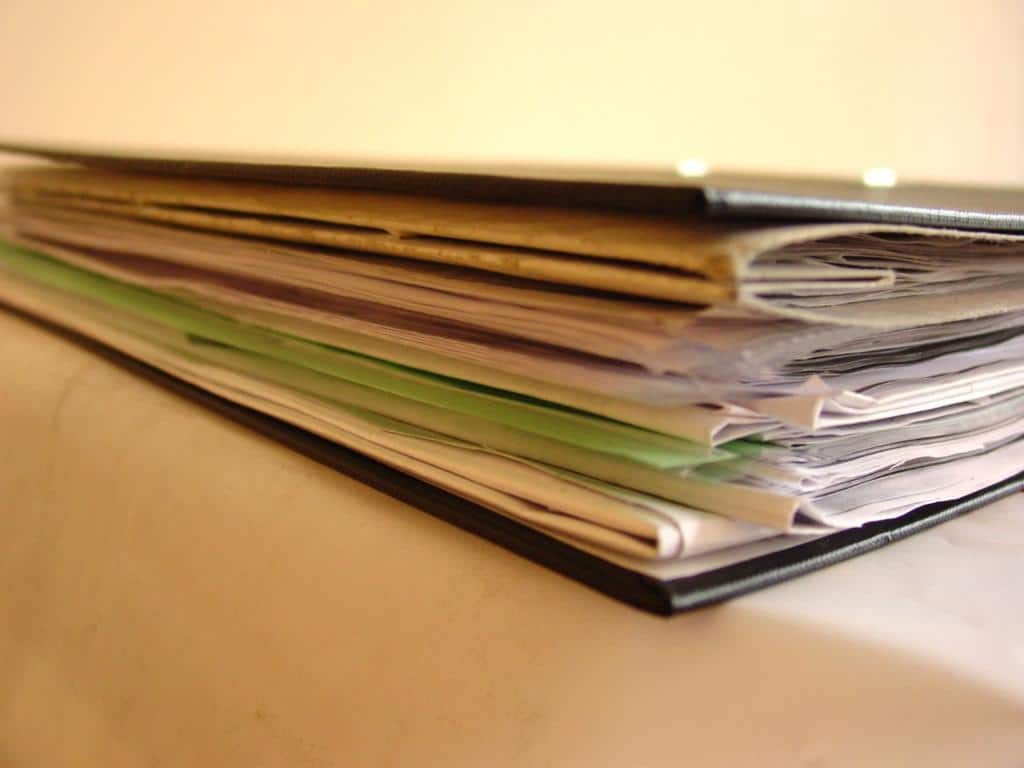 Какие документы нужны для оформления дарственной на дом и землю: порядок подачи, образцы договора, заявления, акта