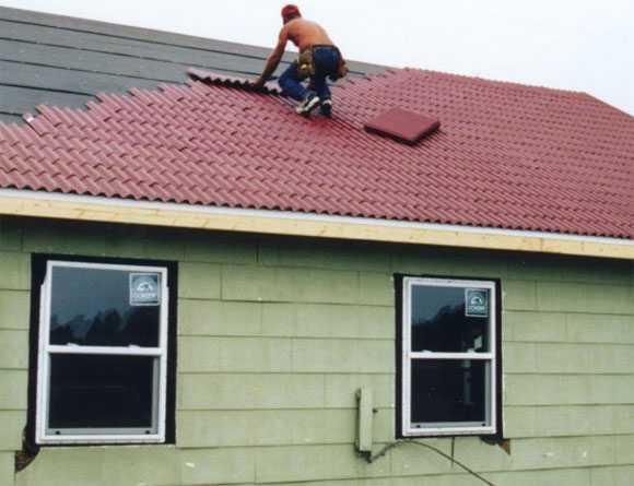 Как правильно сделать пароизоляцию крыши: технологические принципы устройства парозащиты