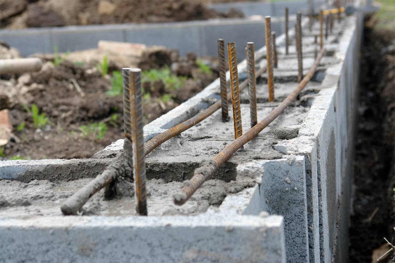 Заливка ленточного фундамента своими руками: подробная инструкция, нюансы и рекомендации