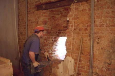 Демонтаж бетонных стен: способы, инструменты, технология