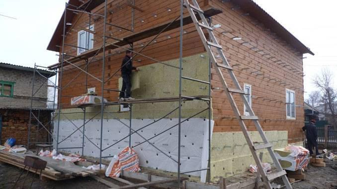 Обшивка дома сайдингом с утеплителем своими руками: как правильно крепить минвату и пеноплекс на стены снаружи (видео)