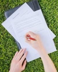 Какие документы нужно проверить при покупке дачи в снт?