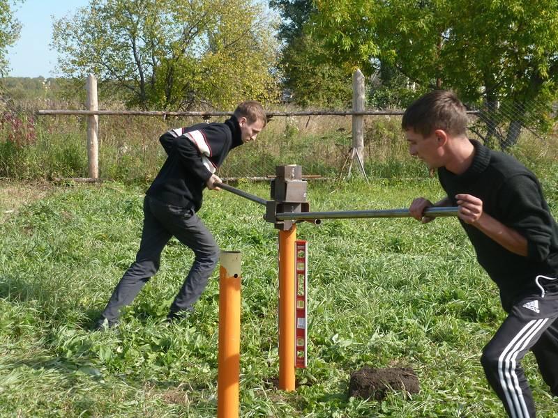 Забор на винтовых сваях - как поставить ограждение своими руками