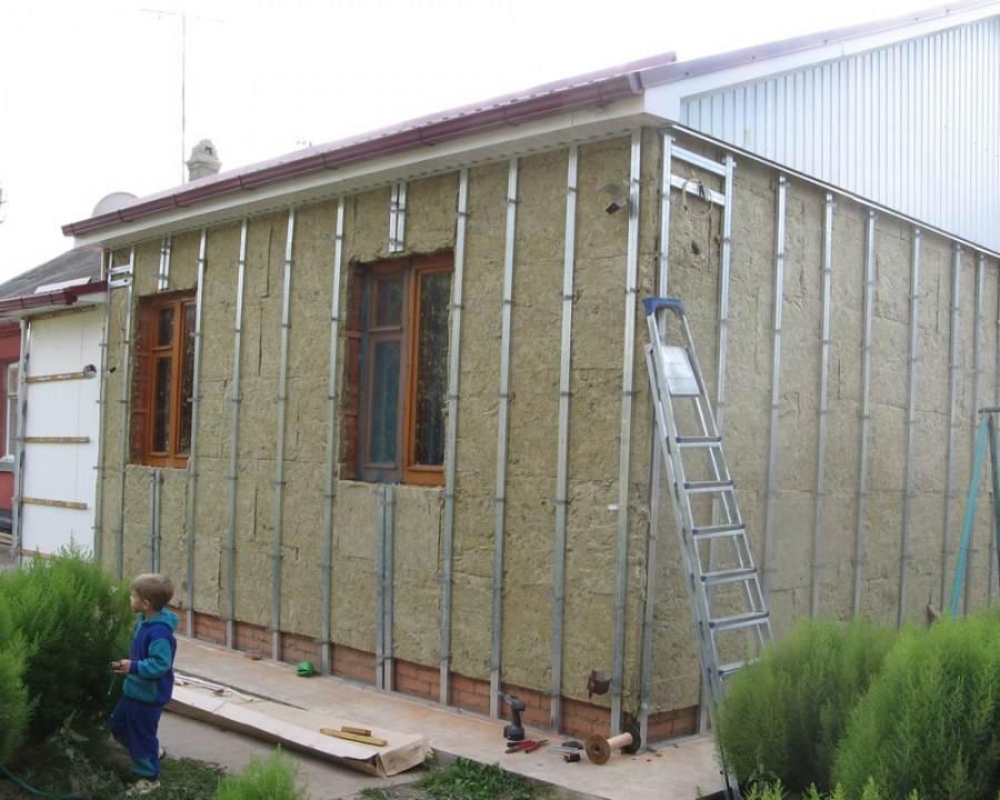 Утепление дома снаружи минватой под сайдинг: отделка стен фасада кирпичного и бревенчатого дома минеральной ватой