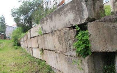 Подпорная стенка на участке с уклоном