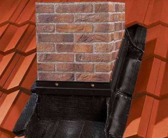 Как вывести трубу через крышу из профнастила и как сделать качественную гидроизоляцию прохода дымохода