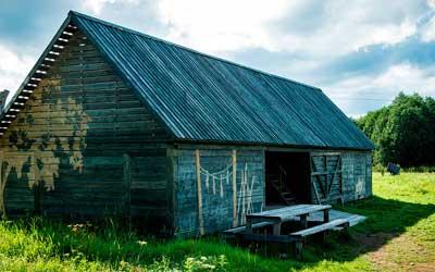 Ведение личного подсобного хозяйства на полевых участках: разрешенная деятельность и виды построек и другие особенности лпх на землях сельхозназначения