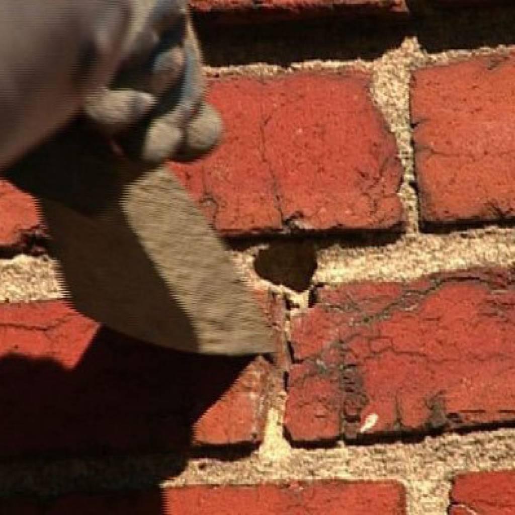 Как заделать отверстия в стене из бетона?