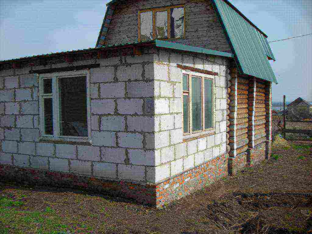Пристройка к дому из газобетона: основы монтажа