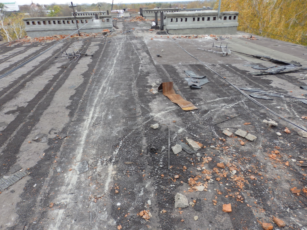 Протекает крыша – как экстренно устранить протечки?