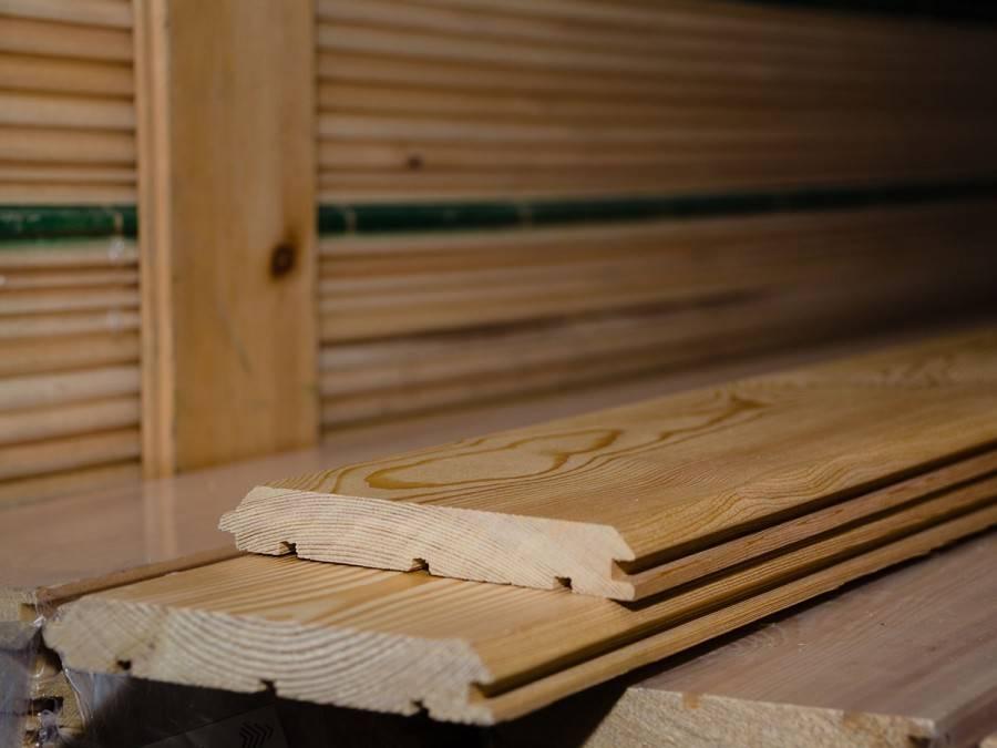 Достоинства и недостатки имитации бруса из лиственницы и технические характеристики материала