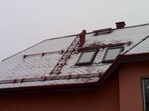 Снегозадержатели на крышу: необходимость установки и разновидности