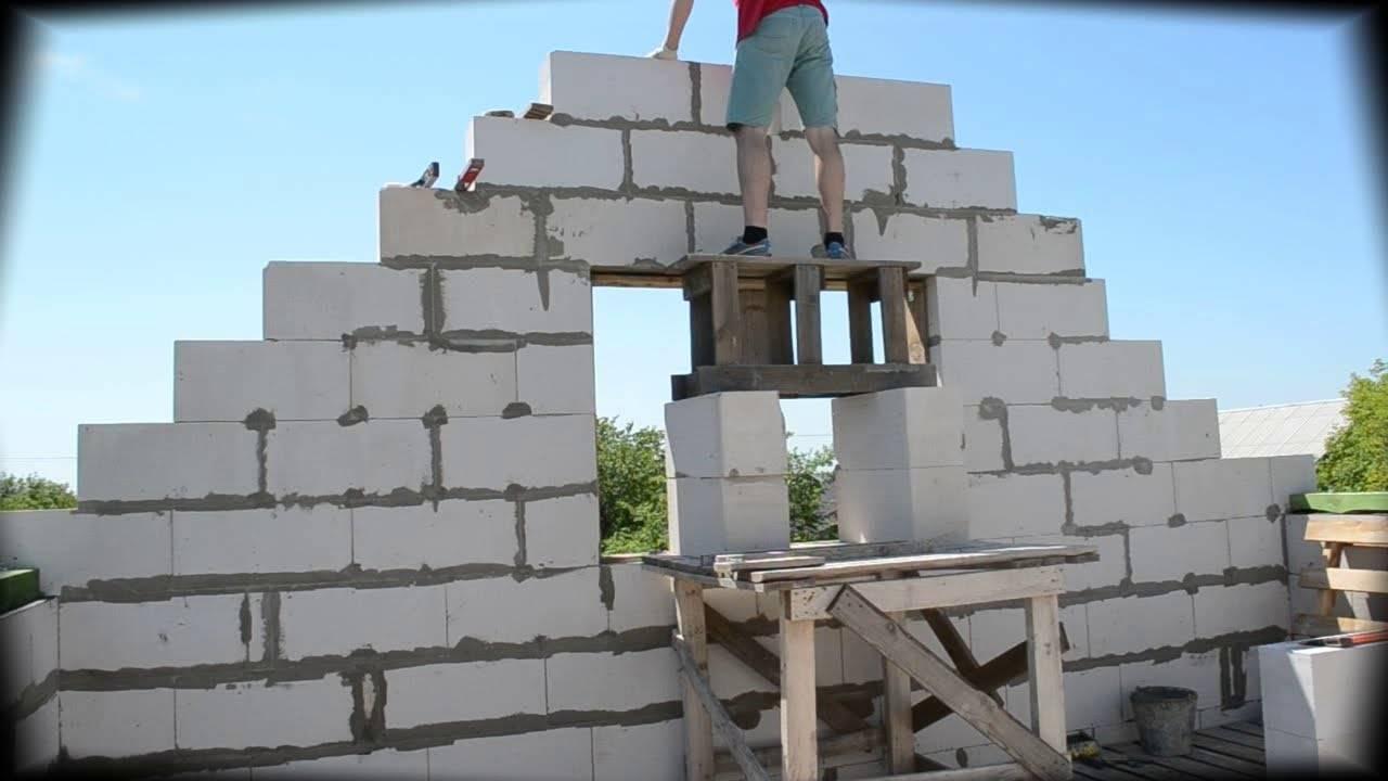Возведение фронтона двускатной крыши и его отделка