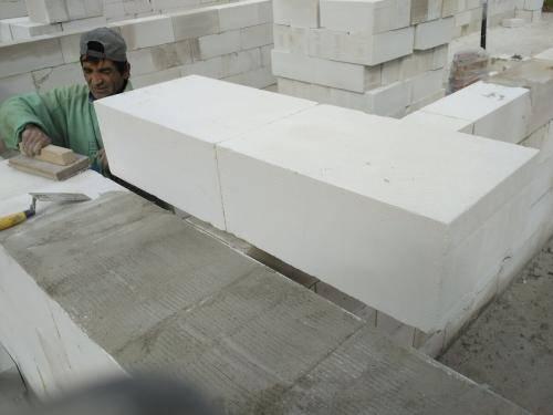 Укладка газосиликатных блоков на клей