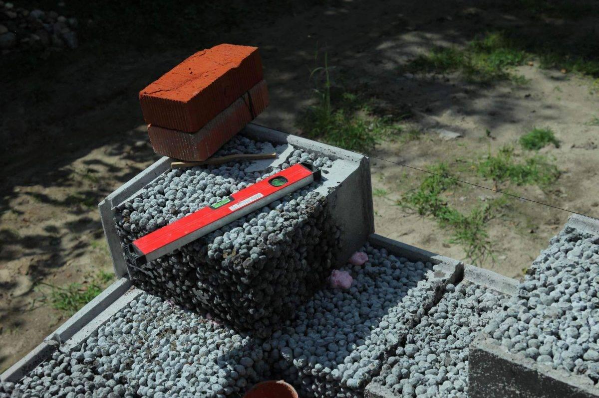 Керамзитобетонные (керамзитные) блоки. таблицы размеров и характеристик. виды. гост. плюсы и минусы материала