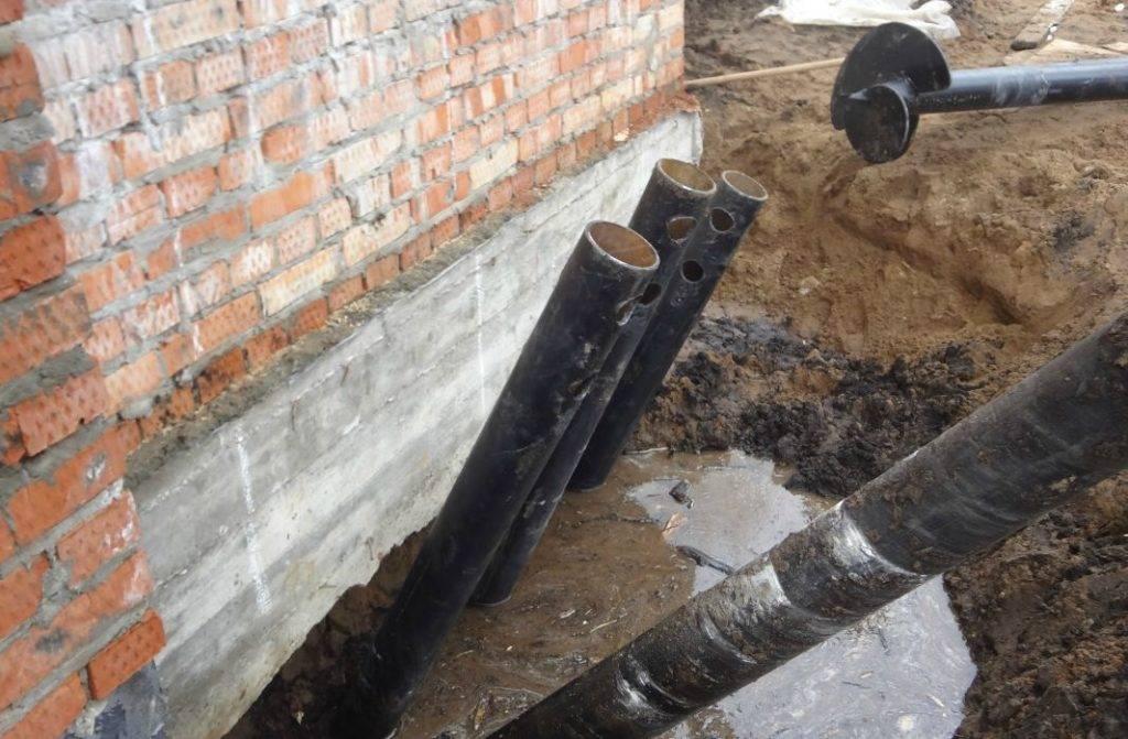 Как укрепить фундамент, если пошла трещина на стене