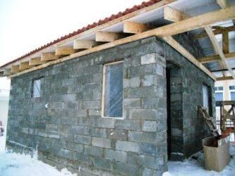 Стены гаража или сарая из бетонных блоков: подходят или нет, какие выбрать, технология проведения работ, а также особенности строительства