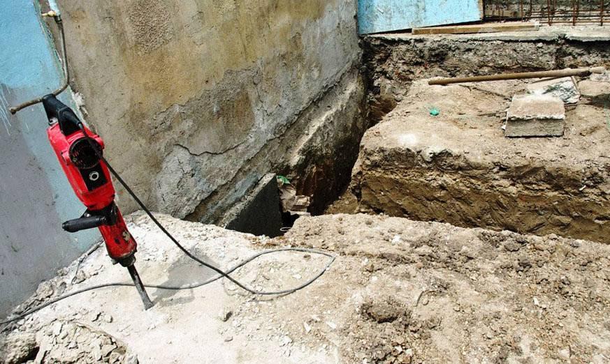 Замена фундамента: как заменить под старым деревянным домом блочную основу на винтовые сваи с поднятием строения, вариант переустройства свайного основания на ленточное